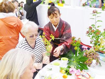 ウィーンにて生け花のデモンストレーション
